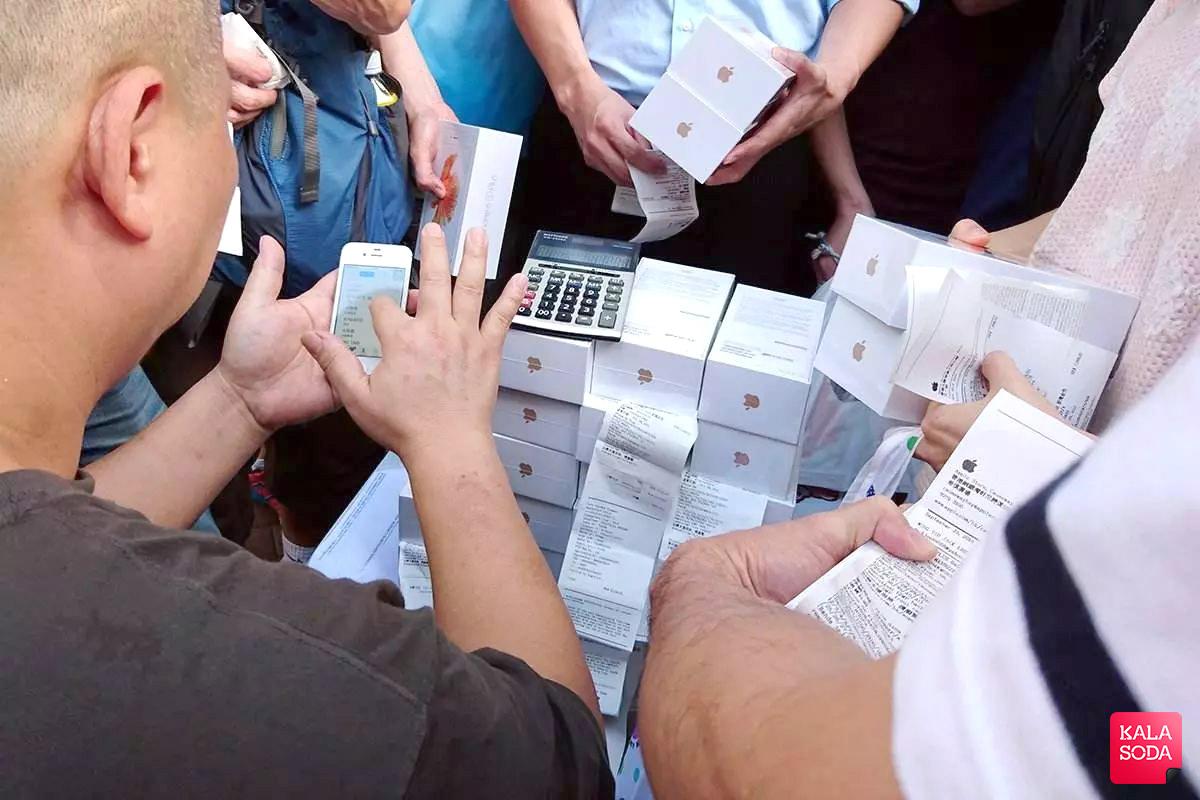 یک مرد چینی با فروش ۴۰ هزار آیفون تقلبی رکورد زد|کالاسودا