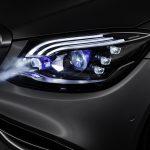 چراغ های هوشمند مرسدس بنز به جای راننده صحبت می کنند