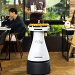 سرو پیتزایتان را به این ربات بسپارید