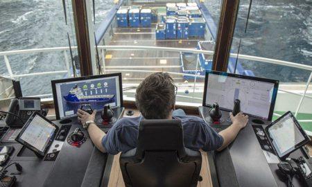 کشتی خودران رولزرویس به آب انداخته می شود