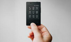 باریک ترین ترین گوشی دنیا، به ضخامت یک کارت ویزیت!
