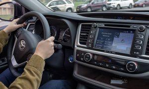 تویوتا و لاین فرمان صوتی را به خودروها می آورند
