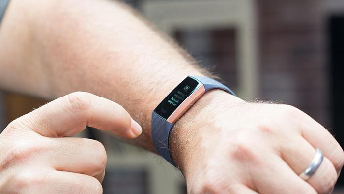 ویژگی پاسخ سریع به دستبند فیت بیت شارژ 3 اضافه شد