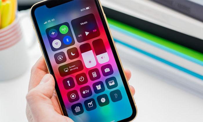 چگونه حالت روشنایی اتوماتیک را در گوشی های iPhone XS فعال یا غیر فعال کنیم؟