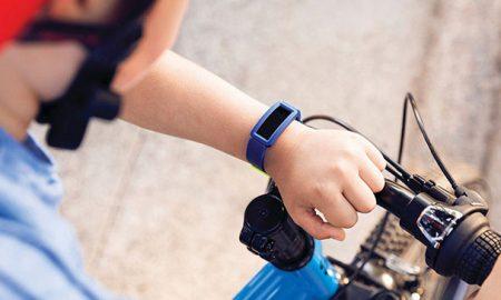 دستبند Fitbit Ace 2 برای ردیابی تناسب اندام کودکان شما