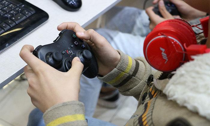 دورهمی بازیهای رایانه ای در این رویداد که با علاقه مندی کودکان و نوجوانان به بازی های کامپیوتری همراه بود