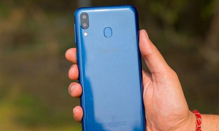 قیمت گوشی موبایل گلکسی M20 در بازار ایران منطقی است؟