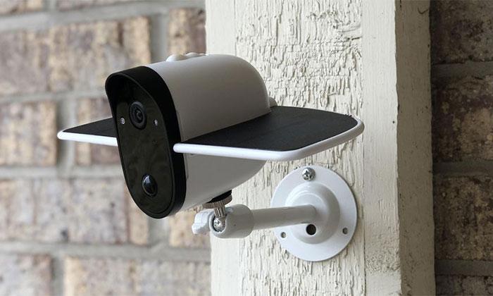 دوربین امنیتی وایرلس که با انرژی خورشید شارژ می شود
