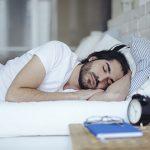 روش هایی برای بهبود یک خواب شبانه؛ از پوشاندن ساعت تا خوردن میان وعده
