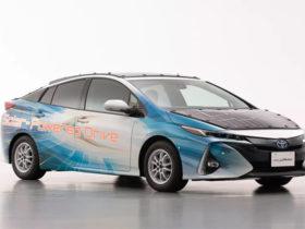 تویوتا از سقف خورشیدی برای خودروهای الکتریکی استفاده می کند