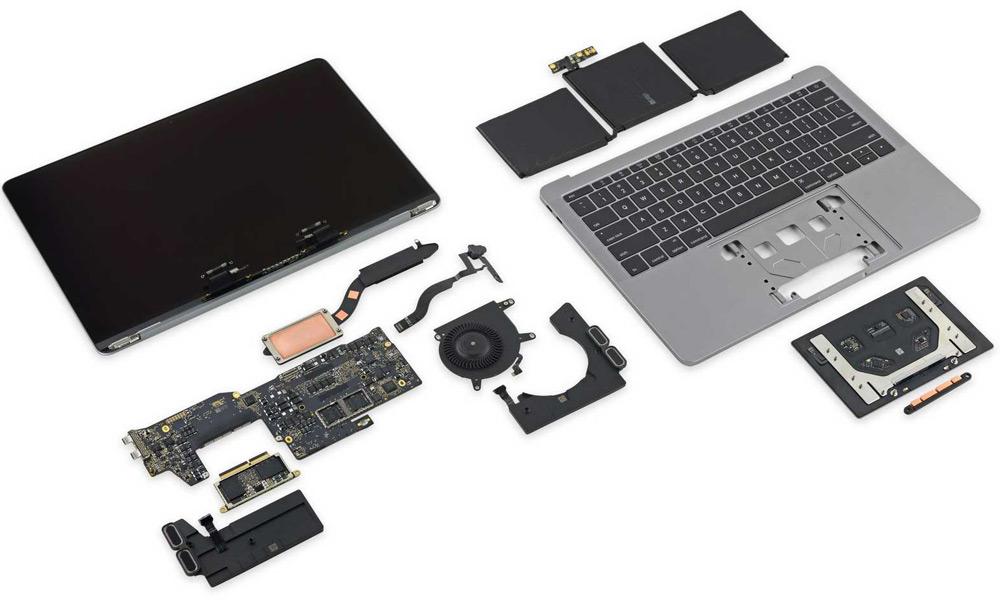 قطعات لپ تاپ را با مهارت جدا و آب باقی مانده را خشک کنید
