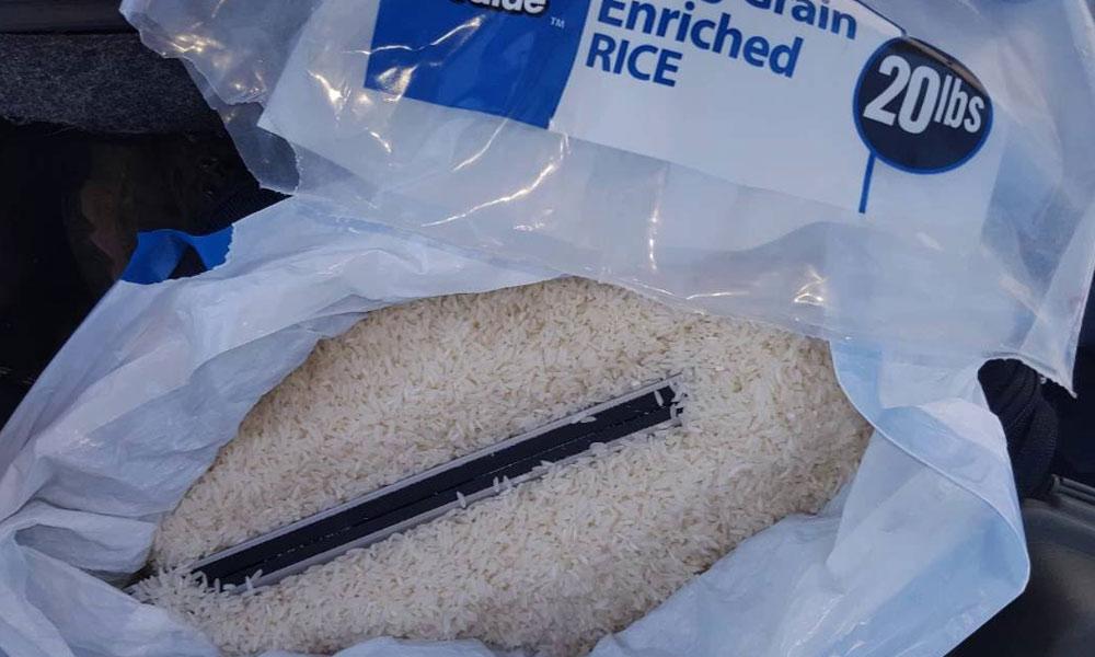 گذاشتن کیبورد داخل برنج را توصیه می کنند که می تواند رطوبت آن را بگیرد.
