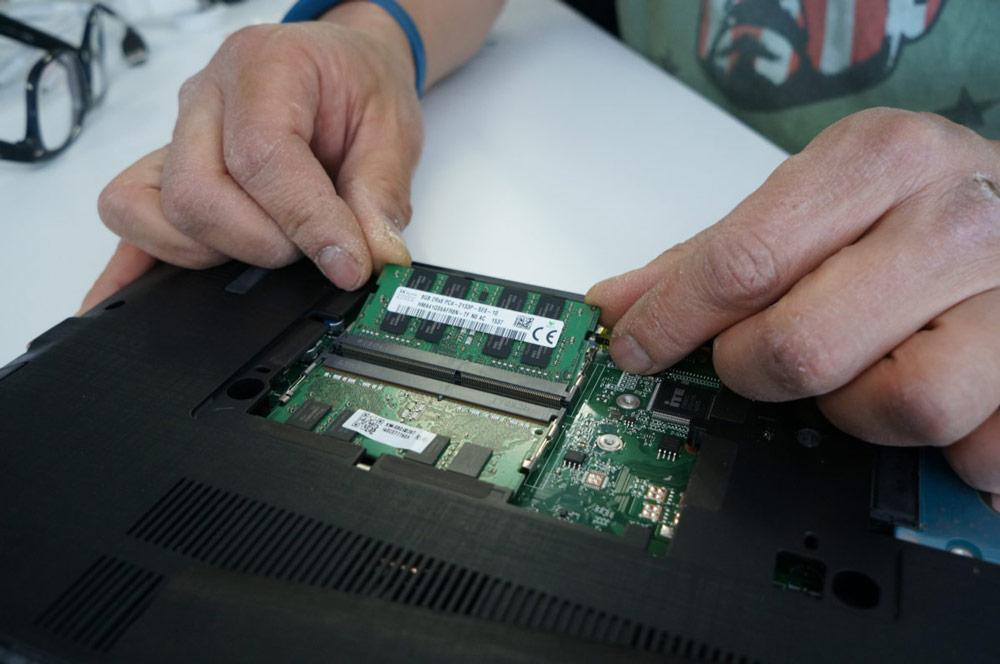 3- جا اندازی رم جدید داخل کامپیوتر
