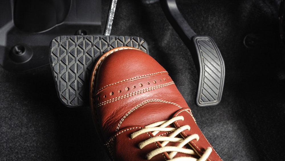 آزمایش ترمز خودرو در هنگام لرزش پدال