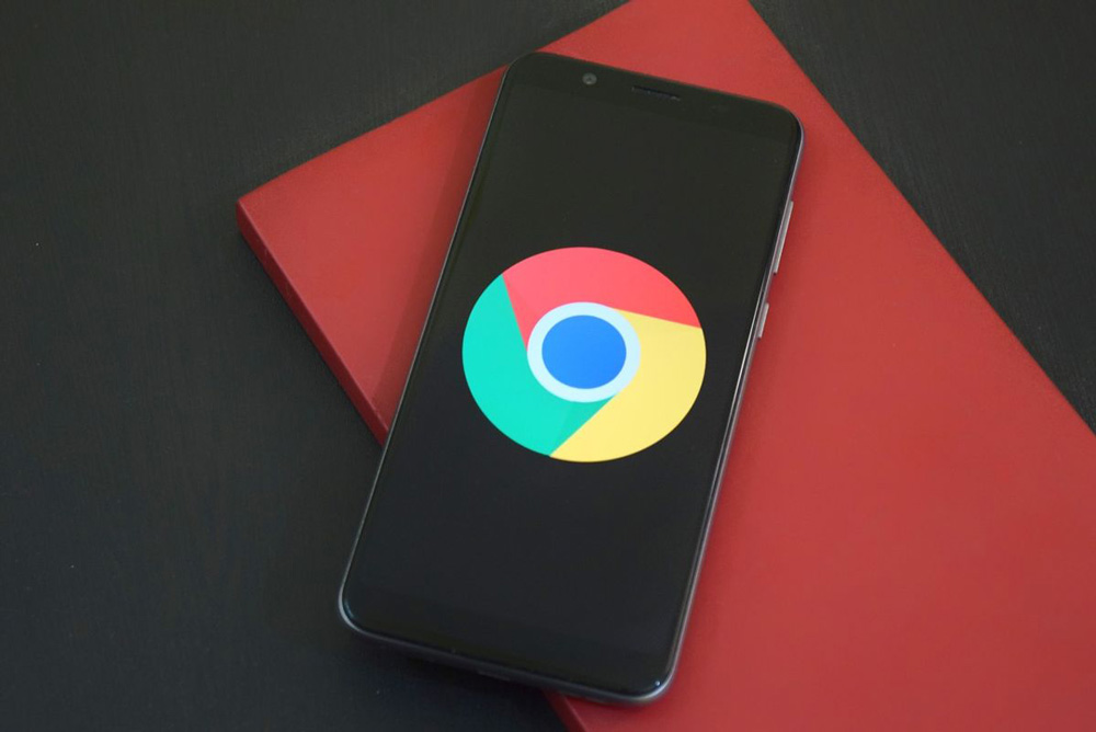 یکی از ویژگی های مفید گوگل کروم این است که می تواند خود را به طور خودکار در پس زمینه به روز شود