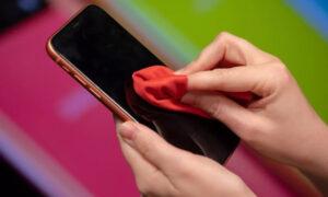چطور اسکرین گوشی هوشمند خود را تمیز کنیم؟