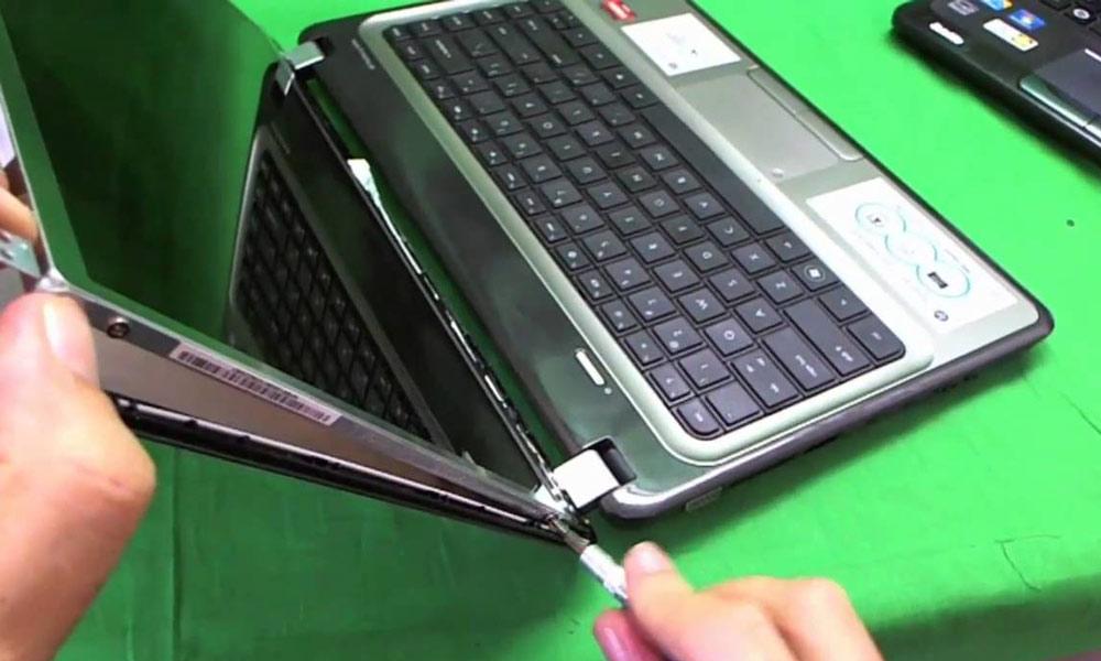 ال سی دی لپ تاپ را باز کنید