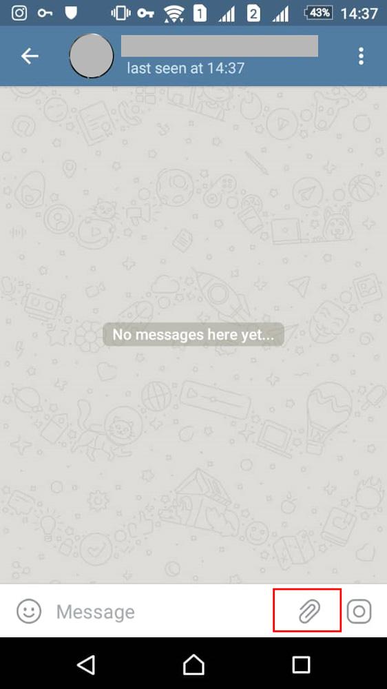 آیکونی شبیه به سنجاق در پایین سمت راست چت تلگرام وجود دارد که باید روی ان بزنید.