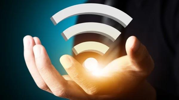 وای فای در گوشی ها می تواند به صورت بی سیم ما را به دنیای اطراف متصل می کند