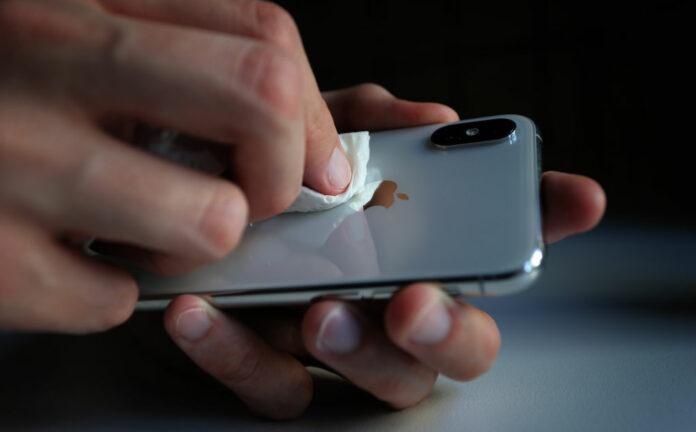 آموزش ضد عفونی کردن لوازم الکترونیکی در عصر کرونا